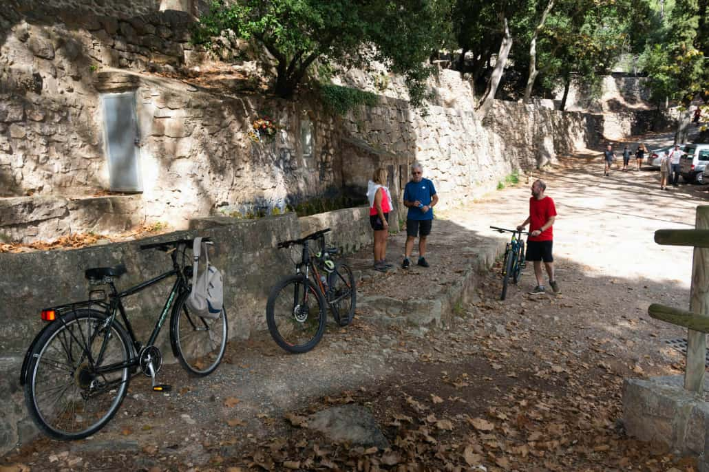 Bicis a la Font de Sant Roc
