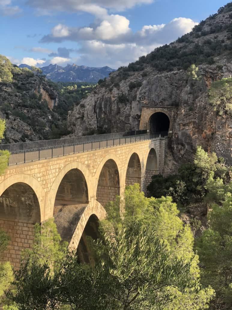 Pont de la Riberola. Riu Canaletes.